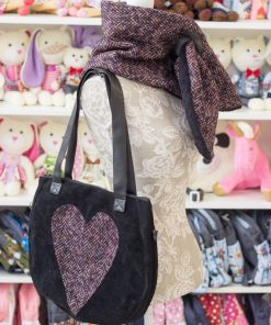 подарък за жена - чанта и зимен шал
