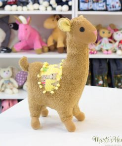 Мека, гушкава, добродушна и уникално кокетна лама