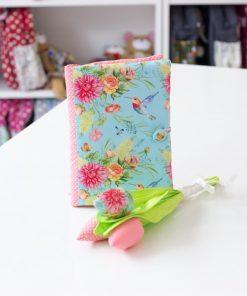 подвързия за книга и текстилни цветя