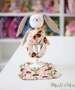 Зайче - дрънкалка с лигавник (калинки)