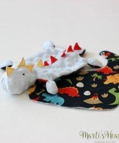 Бебе комплект - играчка и лигавник