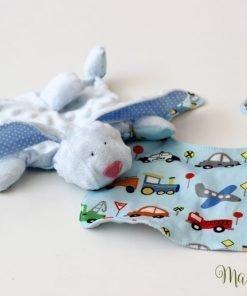 Ръчно изработена играчка за момче с лигавник в същия десен