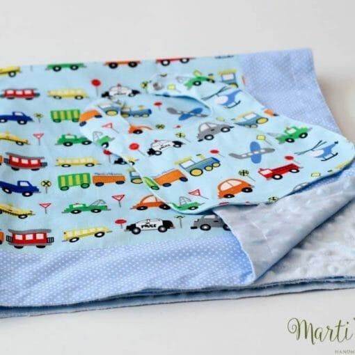 Синьо одеало за новородено бебе момче, на коли с лигавник